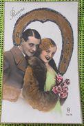 PHOTO FOND BLANC M 1618 COUPLE FEMME HOMME AMOUREUX Catherine ? VALENTIN ? DECOR FER DORURE  PAILLETTES ARGENT - Saint-Valentin