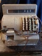 Commerce : Caisse Enregistreuse En Tole Fer , De Magasin 1950/60 Semi Manuelle A Manivelle Avec Tiroir - Tools