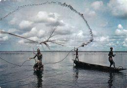 Afrique En Couleurs - Pêche Au Filet (B)  ( Pêcheurs) * PRIX FIXE - Cartes Postales