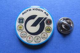 Pin's, AUTO KOCH, Garage,GM,Opel,Chevrolet,Pontiac,Buick,Cadillac,Lotus,SAAB,bleu - Badges