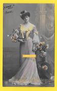 Carte Fantaisie FEMME Thème Mode - CHEVEUX COIFFURE Robe Fleurs - 1907 - Femmes