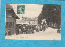Ouistreham ( Calvados ). - La Gare. - Train Et Voyageurs. - Ouistreham