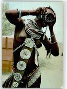 52685247 - Turkana Girl Fotoapparat - Etnie & Culture