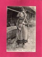 Alsace, Vieille Femme à Engwiller, Animée, () - Costumes
