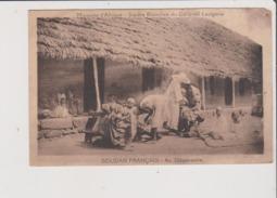 Carte Postale - SOUDAN FRANCAIS - Au Dispensaire - Missions D'Afrique Soeurs Blanches Du Cardinal Lavigerie - Soudan