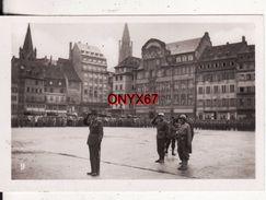 PHOTO 9 X 6 Cms - STRASBOURG (Bas-Rhin) Revue Militaire Place Kléber Général Leclerc - Guerre 39/45 - Guerre, Militaire