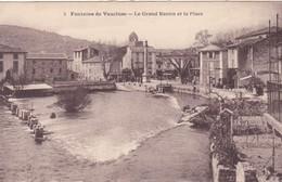 Fontaine De Vaucluse Le Grand Bassin Et La Place - France