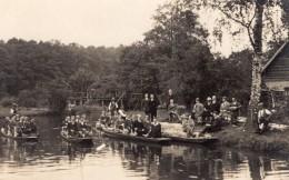 Allemagne? Groupe D'Hommes Dans Des Barques Ancienne Carte Photo 1920 - Boats