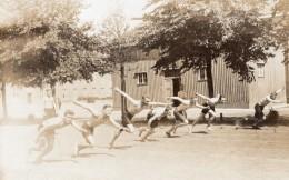Allemagne Berlin Spandau Groupe D'Hommes Prison? Camp Militaire? Ancienne Carte Photo 1921 - Sports