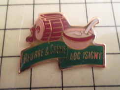 Pin1012a  Pin's Pins / Rare , Belle Qualité ALIMENTATION / BARATTE BEURRE ET CREME AOC D'ISIGNY CALVADOS - Alimentation