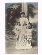 Sa Majesté La Reine Des Belges,le Duc De Brabant Et Le Comte De Flandre. - Familles Royales