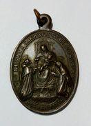 MEDAGLIA DEVOZIONALE - Regina Sacratissimi Rosarii (XIX° Secolo) CORONA INDULGENZIATA / Bronzo - 31x25mm - Italia