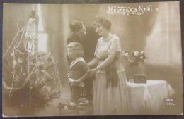 CPA Fantaisie - Couple Avec Enfant - Heureux Noël - DIX 1110/4 - Circulée Le 19 Décembre 1919 - Couples