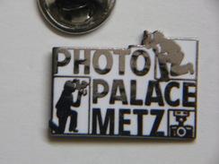 Pin's - Photographie - PHOTO PALACE METZ - Photographe - Appareil Photo - Démons & Merveilles - Photography