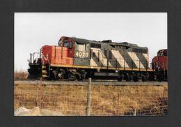 TRAINS - NEUVILLE - QUÉBEC - LOCOMOTIVE 4020 (GP9U) DU CANADIEN NATIONAL - 10x15 Cm - Trains