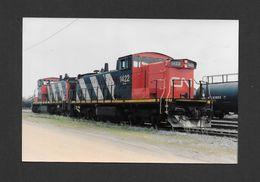 TRAINS - CHARNY - QUÉBEC - ( TRIAGE JOFFRE ) LOCOMOTIVE 1423 ET 1422 (GMD1U) DU CANADIEN NATIONAL - 10x15 Cm - Trains