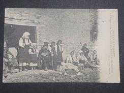 SERBIE - Carte Postale - Le Pope Et Sa Famille Près De Monastir -  L 10091 - Serbie