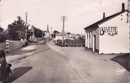 CPA - CPSM - 85 - NOTRE DAME DES MONTS - Route De La Plage Et L'église - 24 - Autres Communes