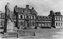 76 - PAVILLY : La Mairie - Ecole Des Filles - Monument Aux Morts - CPSM Dentelée Format CPA Postée 1952 - Seine Maritime - Pavilly