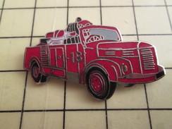 Pin1012a  Pin's Pins / Rare , Belle Qualité POMPIERS / SAPEURS POMPIERS CAMION RETRO HOTCHKISS - Brandweerman