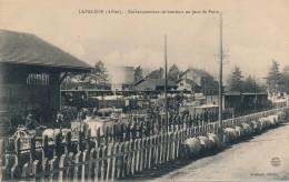 G143 - 03 - LAPALISSE - Allier - Embarquement Des Bestiaux Un Jour De Foire - Lapalisse
