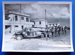 Fotografia Originale Crisi Di Suez  Truppe Militari In Marcia A Port Said - 1956 - Photographs