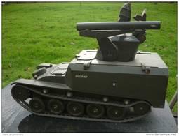 BELLE RARE MAQUETTE CONSTRUCTEUR CHAR AMX 13 ROLAND - Vehicles