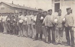 AK Foto Gruppe Deutsche Soldaten Mit Essgeschirr - Atelier Hiller, Truppenübungsplatz Hammelburg - 1905 (31651) - Guerra 1914-18