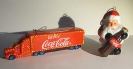Coca-Cola Kerstboomversiering - Truck + Kerstman - In Porcelein - Coca-Cola
