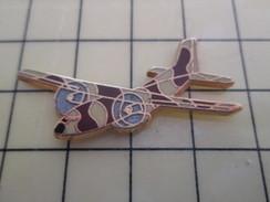 Pin1012b  Pin's Pins / Rare , Belle Qualité AVION AVIATION /  BIMOTEUR MILITAIRE TRANSALL ? Par BOUSSEMART - Aviones