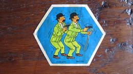 TINTIN AUTOCOLLANT LA VACHE QUI RIT LES DUPONTD TREMBLENT   HERGE - Tintin