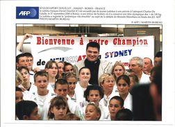 David DOUILLET - Photo AFP - J.O.2000 - Retour à ROISSY - De NEUFCHATEL à SIDNEY (20,9 X 14,7) TBE - Martiaux