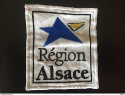 Écusson Région Alsace 7 × 8 Cm - Blazoenen (textiel)