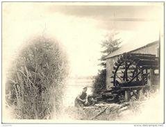 LACUISINE ..-- Le MOULIN Et Le MEUNIER . Dans Le Fond , Le Pont . 26 X 18 CM . - Florenville