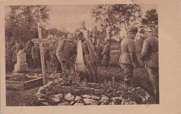 AK Gruppe Deutsche Soldaten Auf Soldatenfriedhof - Begräbnis - 1. WK (31667) - Guerre 1914-18