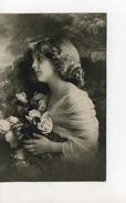 Grete Reinwald Entourée De Roses - Portraits