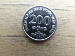 Viet-nam  200  Dong   2003  Km 71 - Viêt-Nam
