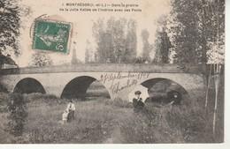 Montrésor-Dans La Prairie De La Jolie Vallée De L'Indrois Avec Ses Ponts. - Montrésor