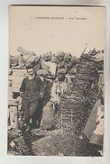 CPA MILITAIRE VAUQUOIS (Meuse) - Une Tranchée En Argonne - France