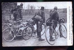 DANS LES FLANDRES CYCLISTES ECLAIREURS  ET MOTO - Ausrüstung