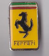 PIN'S THEME  AUTOMOBILE  LOGO CHEVAL  FERRARI - Ferrari