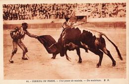 (33) Bordeaux - Les Courses De Taureaux 1929 - Une Passe De Muleta - Matador Toreador Corrida De Toros - Bordeaux