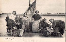 CPA - Cliché Peu Fréquents - Famille De Pêcheurs - Groupe De Lessiveuses - Bateau De Pêche - Autres