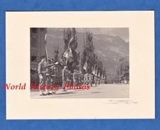 Photo Ancienne - INNSBRUCK Autriche - Cérémonie Militaire De L'Armée Française - 1945 - Régiment à Identifier - Tankiste - War, Military