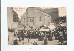 PLOUDALMEZEAU (FINISTERE)  44 LA PLACE DE L'EGLISE UN JOUR DE MARCHE (BELLE ANIMATION) 1915 - Ploudalmézeau
