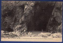 29 CLEDEN-CAP-SIZUN Grande Grotte De L'est De La Baie Dees Trépassés - Animée - Cléden-Cap-Sizun