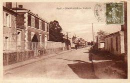 CPA - CHAMPAGNE-les-MARAIS (85) - Aspect Du Bourg En 1926 - Frankrijk