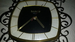 BAYARD TRANSISTOR - HORLOGE MURALE - CADRAN NOIR 16x15cm - DECO Fer Forgé (4cm) - FONCTIONNE - RETRO - Clocks
