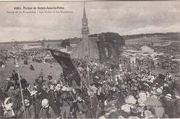 SAINTE-ANNE-LA-PALUD - Sortie De La Procession - Les Croix Et Les Bannières - TBE - France