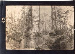PHOTO FRANÇAISE - POILUS DANS LA TRANCHÉE AVEC MOUSQUETON EN FORET DE PARROY EN MEURTHE ET MOSELLE - GUERRE 1914 1918 - 1914-18